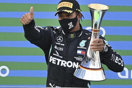 Lewis Hamilton castiga cea de-a 91-a cursa pentru a se potrivi cu recordul lui Michael Schumacher