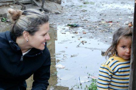 Schimbarea vietii copiilor care au nevoie: munca umanitara a unei americane in Romania