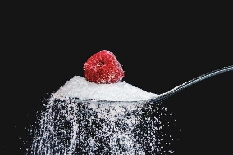 Dependenta de zahar: otrava dulce care da aroma zilelor noastre